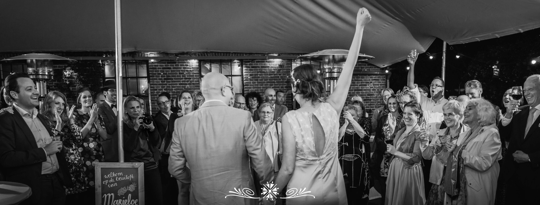 <p>In onze eigen stadje Amersfoort hebben wij de prachtige bruiloft van Marieloe en Reimer gefotografeerd. In de vroege ochtend wordt Reimer door zijn broer geholpen met klaarmaken. Hiervoor heeft hij speciaal zijn kilt uit Schotland meegenomen. Marian heeft de voorbereidingen vastgelegd waarbij het prachtige uitzicht over Amersfoort vanaf de 12e [&hellip;]</p>