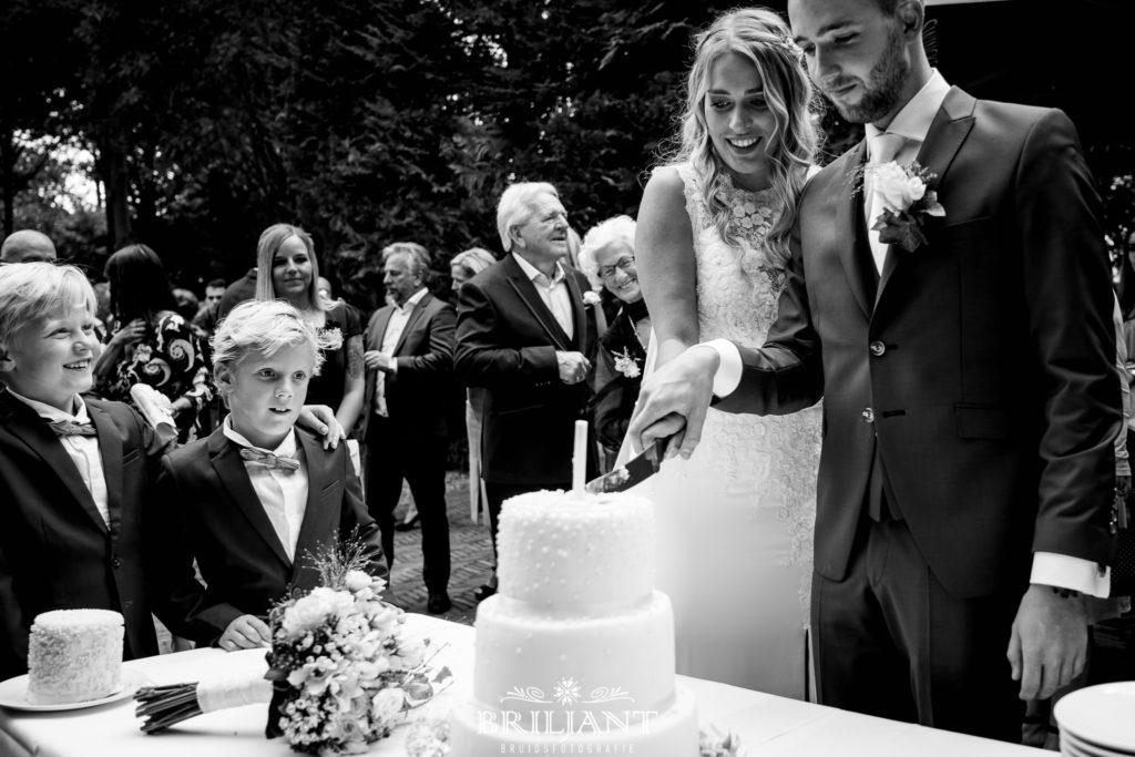 bruidspaar bruidstaart
