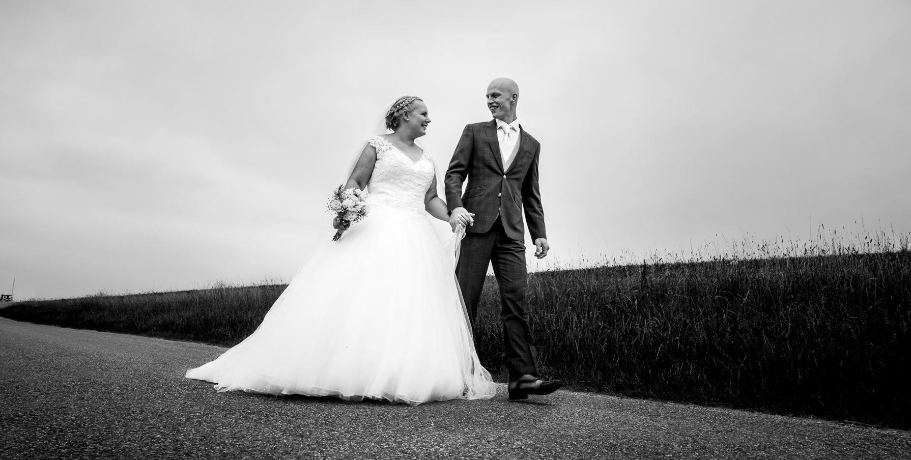 <p>Twee huwelijksfotografen voor de liefdevolle herinneringen  Bruiloft reportage Gefeliciteerd, jullie gaan trouwen. Nu kunnen jullie je gaan voorbereiden op jullie grote dag. De fotografie kunnen jullie aan ons overlaten, want daarin zijn wij briljant. Nadat wij samen de opleiding aan de Fotoschool hebben voltooid, zijn we onze krachten gaan […]</p>
