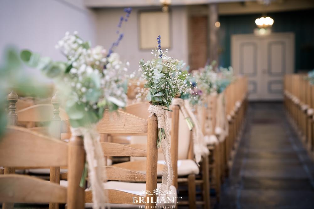 detailfoto bloemen kerk ceremonie